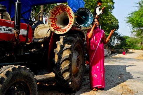 The leader of the Gulabi Gang, Sampat Pal Devi, demonstrates in Uttar Pradesh, India. © lecercle